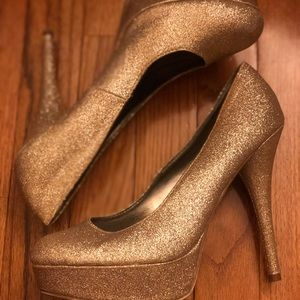 Sparkly Gold Pumps